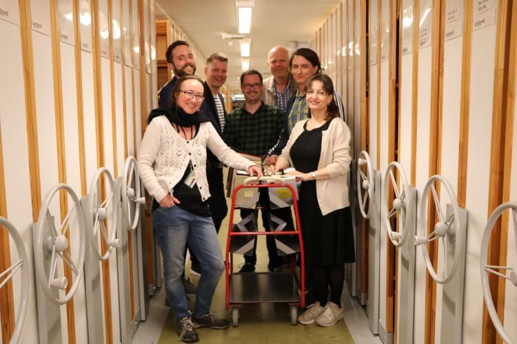 ENDELIG ALLE PÅ PLASS: I vår utvidet Skeivt arkiv med to nyansettelser (foran f.v) Heidi Rohde Rafto, Birger Berge, Bjørn André Widvey, Runar Jordåen, Jo Hjelle, Simon Mitternacht og Ragnhild Bjelland.