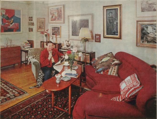 Alfhild Hovdan heime hos seg sjølv. Foto: Erik Schibbye, Hjemmet 1964.