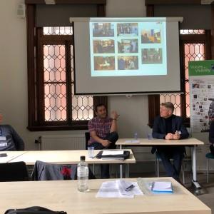 Fra høyre Skeivt arkivs Hannah Gillow-Kloster og Bjørn André Widvey i samtale med Danny Barreto (Colgate University) og Jeff Evans.