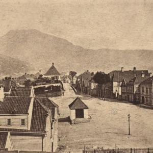 Klosteret, 1864. Foto: Knud Knudsen, Billedsamlingen, UiB.