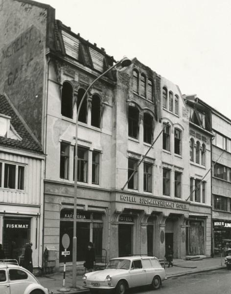 Trondheimsavdelinga av Forbundet av 1948 heldt til på Hotell Sjømannshjemmet i Thomas Angells gate 12B. Foto: Ukjent fotograf 1968, Trondheim byarkiv, fra Trondheim Brannvesens arkiv.