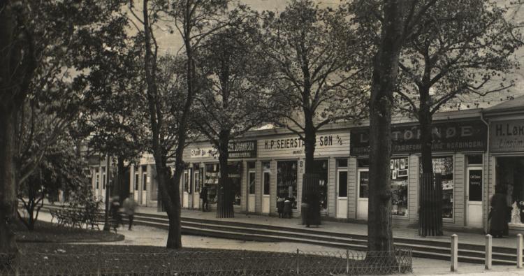 Byparken på begynnelsen av 1900-tallet. Brosings samling/Billedsamlingen, Universitetet i Bergen.