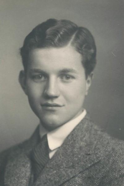 Dermot Mack som ung mann. (Privat foto)