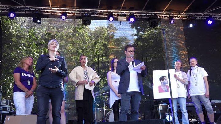 Prosjektleder Runar Jordåen mottar Homofrydprisen 2015. Foto: Aktivisme i Bergen/Lyubava Malysheva