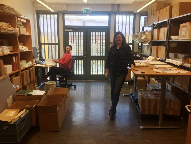 Oxana Velichko and Inger Lene Nyttingnes at the Special Collections cataloging room.