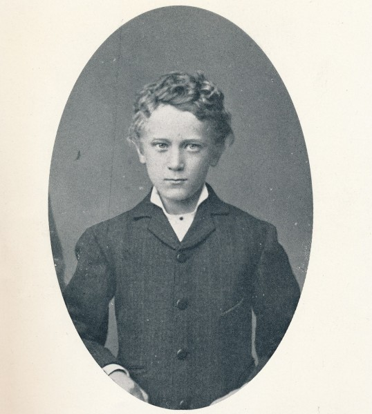 """Hjalmar Meidell som ung. Bildet er frå boka """"Minner fra guttedagene, teaterminner og annet"""". 1930. ED. B. Giertsen A/S, Bergen."""