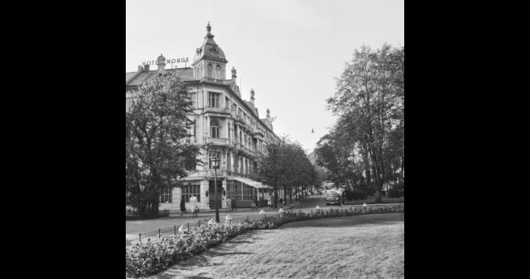 Hotel Norge. Foto: Gustav Brosing. Billedsamlingen, Universitetsbiblioteket i Bergen
