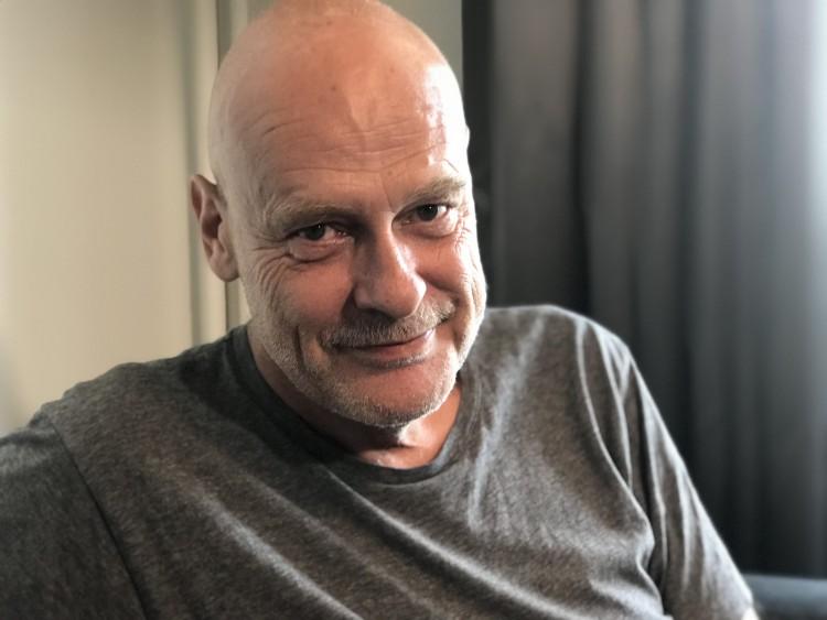 Jostein Pedersen er en kjent radiostemme. Under aids-epidemien engasjerte han seg i Virusgruppen.