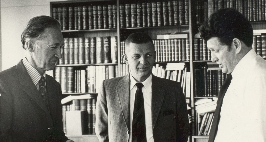 Arnold Havelin på innstillingsmøte om kontraktsforskning, 8. mai 1976. Til venstre Professor Nico norman, i midten Arnold Havelin.