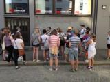 På skeiv historisk byvandring i Bergen under Regnbuedagene