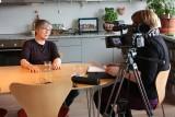 Kirsti Malterud blir intervjuet av Siri Lindstad. Foto: Mona Moe Ribaut