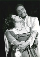 Anne Gullestad og Earle Hyman i Othello på Den Nationale Scene i 1963. Foto: Teaterarkivet UiB.