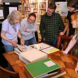 Skeivt arkiv får omvisning på Lesbian Herstory Archives av veteranen Maxine Wolfe