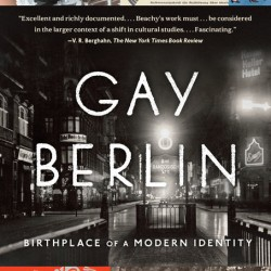 Omslaget til Beachys bok Gay Berlin: Birthplace of a Modern Identity.